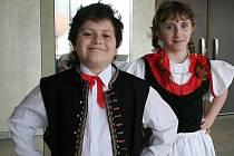 Michaela Šobová a Vilém Cupák vybojovali první dvě místa v krajské souteži lidových písní Zpěváček. Blýskli se mezi sedmatřiceti sólisty. nyní postupují do celorepublikového kola.