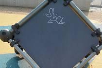 Policisté vypátrali vandala. Počmáral herní prvek v centru města.