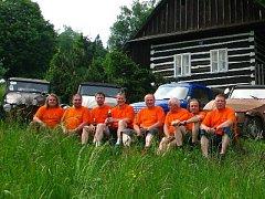 Sraz Velorexů je výsledkem práce početného týmu. Zleva: Pavel Jeřábek, Tomáš Kostík, Ladislav Kostík, Libor Kříž, Tomáš Bara, Roman Kříž, Zdeněk Říha, Zdeněk Peška.