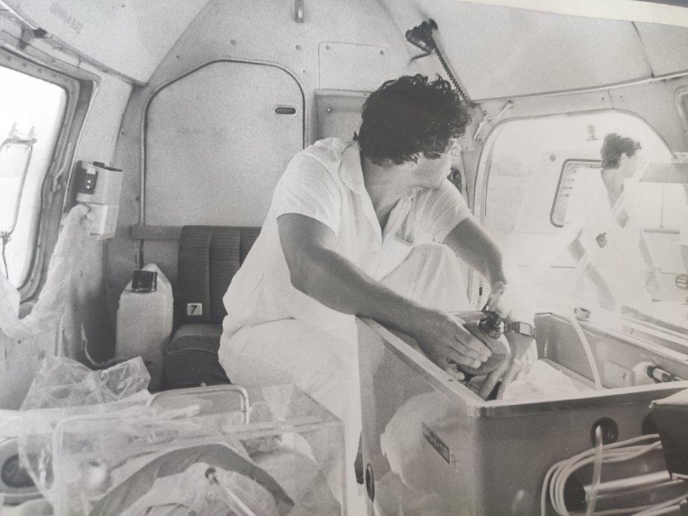 Pohled na leteckou záchrannou službu. Černobílé fotky pocházejí ze začátku devadesátých let minulého století.