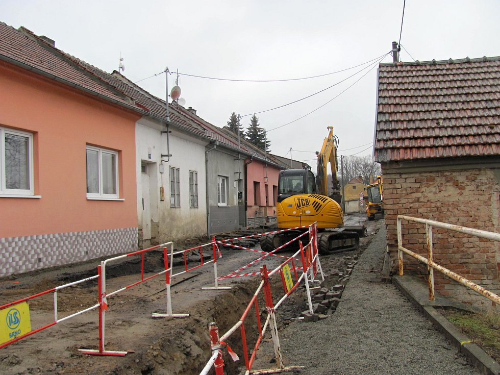 Opravy uzavřely ulici Komenského v Blansku. Auta těžší než 3,5 tuny musí jezdit přes Olešnou
