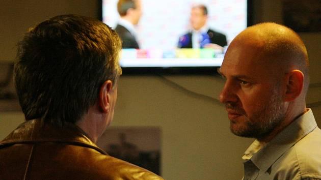 V sobotu se v ráječské hospodě Černý orel konal večírek členů ČSSD z Blanenska, kteří sledovali volební zpravodajství po volbách do poslanecké sněmovny.