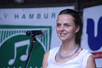 Zpěvačka Bára Zmeková.
