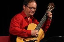 V Blansku vystoupí mistři kytary. V hudebním cyklu Miloš Pernica a hosté.