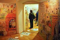 Na netradiční výstavu láká v těchto dnech Muzeum Blanenska. Příchozí si prohlédnou devítimetrové leporelo české spisovatelky a ilustrátorky Lucie Seifertové. Návštěvníky muzea provede českou historií. Od lovců mamutů až po současnost