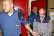 U Okresního soudu v Blansku v pátek pokračovalo jednání, při němž firma Abi Plus Kunštát Pavla Šimona požadovala zaplatit škodu za opravu služebního auta po Karlu Pravcovi, kterého řidič auta Petr Neisser před třemi lety srazil a těžce zranil.