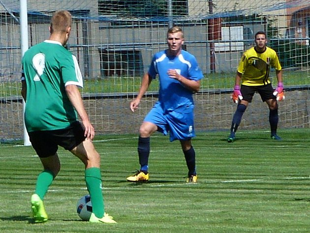 Přípravný fotbal FK Blansko (v modrém) - Dosta Bystrc-Kníničky 1:5.