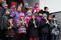 Na ukončení projektu snížené energetické náročnosti bakovské sokolovny vystoupily také děti z místní školy.