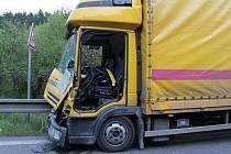 Ve středu ráno srazilo nákladní auto na silnici I/43 koně. Nehoda se stala mezi Sebranicemi a Sasinou.