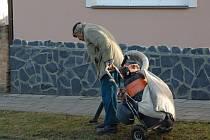 Boskovická radnice letos vyčlenila na úklid psích exkrementů 179 tisíc korun. Náklady oproti loňskému roku stouply zhruba o dvě třetiny. Radnici v Blansku stojí úklid psích výkalů (na snímku) každoročně kolem 250 tisíc korun.