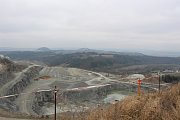 Těžbu kamene chtějí majitelé kamenolomu nad Lhotou Rapotinou přesunout do údolí, blíž k obci.