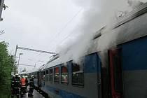 Mezi Letovicemi a Skalicí na Svitavou v železniční zastávce Zboněk dnes po páté hodině ranní hořela střecha elektrické lokomotivy.