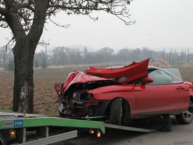 Nehoda na silnici III/37436 mezi Ráječkem a Rájcem-Jestřebí. Na autě vznikla škoda dvacet tisíc korun.