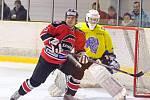 V krajské hokejové lize porazila Minerva Boskovice (v červených dresech) břeclavské Lvi 5:1.