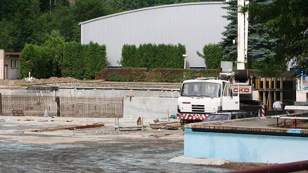 Rekonstrukce boskovického koupaliště pokračuje.