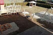Ve školce v Třebětíně mají novou zahradu.