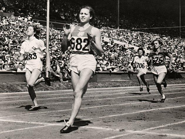 Vadí mi málo oblečení atleti, říká legenda
