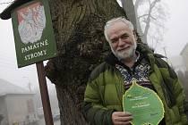 Členové sdružení Arnika předali ve čtvrtek ocenění Alej roku 2013. To získalo stromořadí mezi Lažánkami, Rudicí a Jedovnicemi na Blanensku.