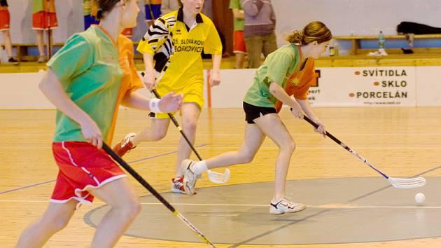 Sportovní hala TJ ČKD Blansko hostila okresní florbalové finále základních škol z Blanenska.