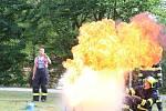 Děti se na blanenském dopravním hřišti naučily značky a předpisy. A také, jak uhasit rozpálený olej.