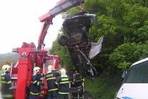 V pondělí ráno přibližně v půl šesté došlo ke srážce linkového autobusu z Tišnova s osobním automobilem na silnici I/43 z Brna do Svitav u Černé Hory. Po nehodě zůstalo na místě pět lehce zraněných lidí. Řidič auta náraz nepřežil.