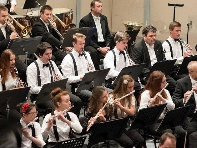 estnáctiletý Tomáš Mosler z Boskovic je talentovaný hudebník. Od sedmi let hraje na klarinet.  V jedenácti si zahrál s brněnskou filharmonií. Kromě klarinetu hraje i na klavír, bicí a kytaru. Pochází z hudební rodiny.