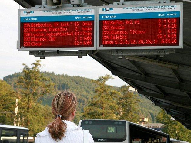 Při stávce dopravců na Blanensku se cestující museli spolehnout jen na autobusy, auta, kola nebo náhradní autobusovou dopravu.