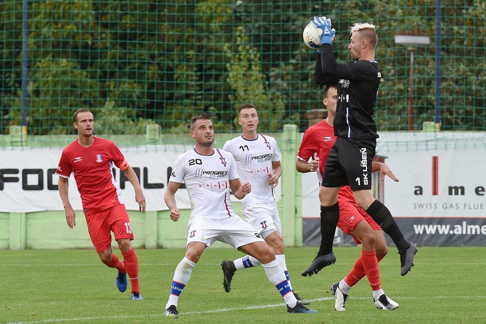 29.8.2020 - domácí SK Líšeň v bílém (1 Vlastimil Veselý, 20 David Pašek a 11 Marek Szotkowski) proti FK Blansko