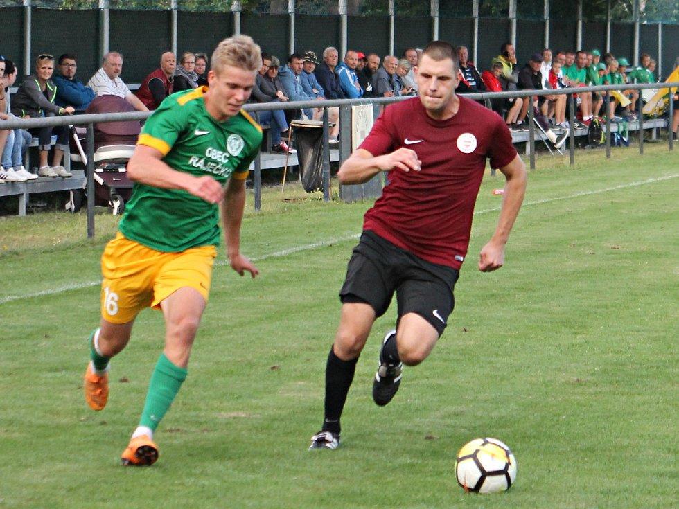 V předehrávaném utkání 14. kola krajského přeboru fotbalisté Sparty Brno (červené dresy) porazili Olympii Ráječko 3:0.
