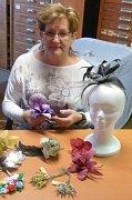 Helena Synková se výrobou květin zabývá už přes čtyřicet let.