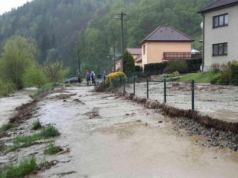 Zaplavená ulice v Letovicích na Blanensku po průtrži mračen.
