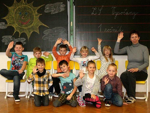 Žáci ze ZŠ Vysočany spaní učitelkou Soňou Švrčinovou.