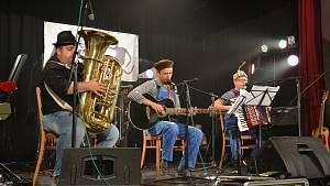 FestKaťák nabídl Hovaduo, aKamarády i romskou muziku