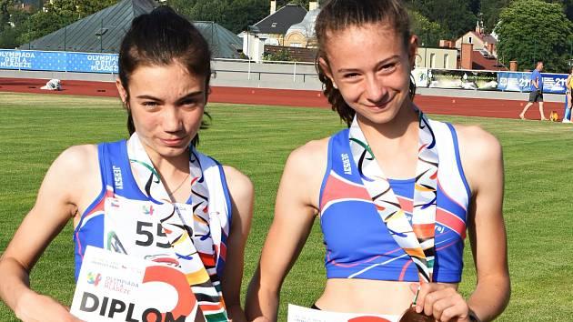 Mladé atletky ASK Blansko Veronika Jakusidisová (vlevo) a Dominika Bezdíčková získaly na Olympiádě dětí a mládeže bronzové medaile.