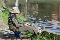 Na svatého Václava se na blanenském rybníku Sloupečník konaly dětské rybářské závody.