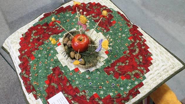 Keramika a patchwork. Návštěvníci blanenské Galerie Jonáš si mohou v těchto dnech prohlédnout hned dvě výstavy.