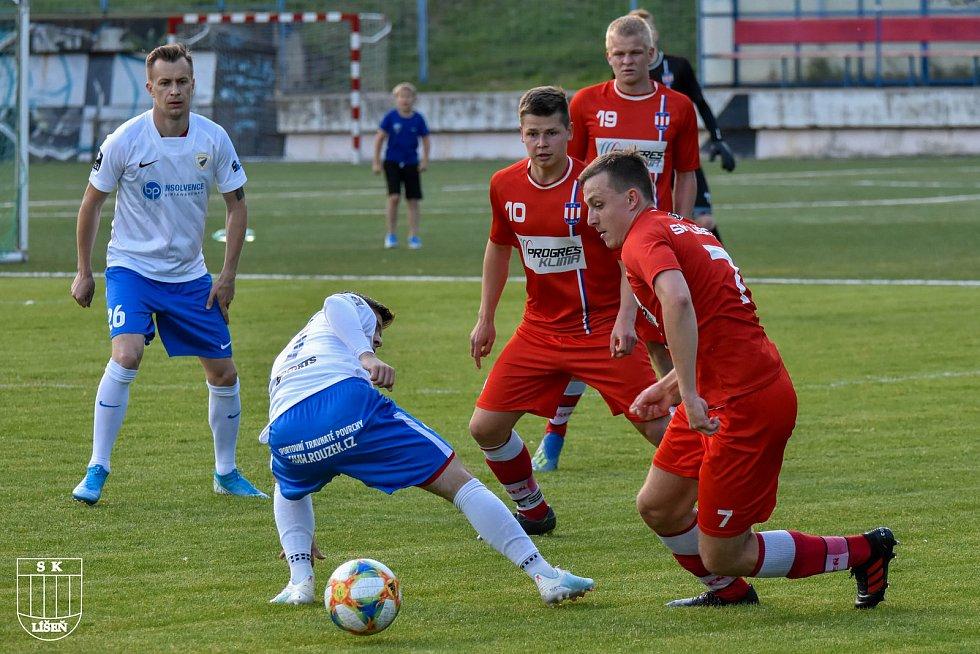 BOJ O MÍČ. Bohunice (v bílém) v úvodním utkání turnaje zdolaly líšeňskou rezervu 5:1.