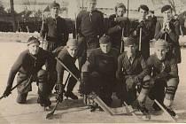 HISTORIE. Hráči ročníku 1950-51: Tejkal R., Navrátil J., Kučera R., Daněk L., Adámek J., Škrabal M., Tejkal R., Tůma Z., Škrabal A., Prudek L.