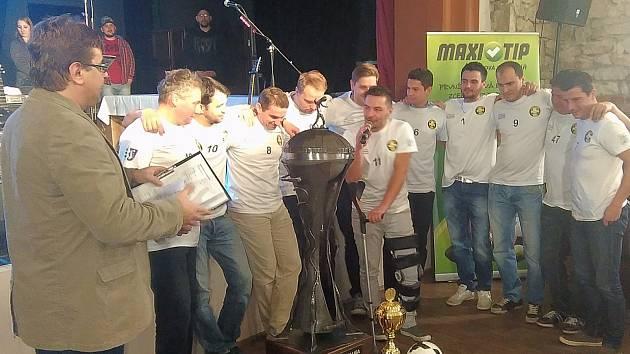 1. Italcars ligu vyhrál suverénně tým LPP Lhota u Lysic. Na galavečeru převzal ocenění.