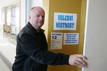 Dosavadní blanenský starosta Ivo Polák hlasoval v budově Základní školy Erbenova.