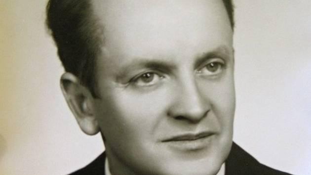Leoš Ondra se narodil 17. ledna 1935 v Býkovicích v okrese Blansko.