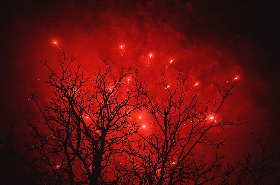 V Boskovicích se lidé sešli při tradičním promítání pohádek u Zámeckého skleníku. Pak si užili ohňostroj.