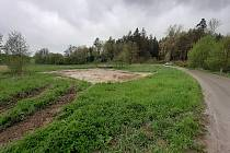 V Kuničkách staví workoutové hřiště (na snímku). Plánují i sportoviště s umělých povrchem.