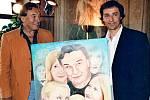 Ladislav Dostál kdysi namaloval obraz pro Karla Gotta. Nedávno od něj dostal kopii s věnováním.