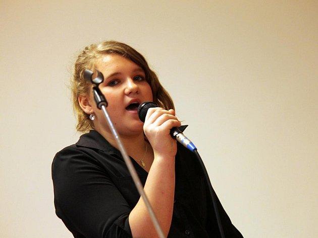 Mladí zpěváci se snažili zabodovat u poroty v prvním kole soutěže RH Faktor. Ti nejlepší se prozpívají na pódium před početné publikum v boskovické sokolovně.