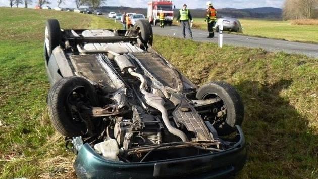 Tři lidé se zranili při nehodě dvou osobních aut. Ta bourala nedaleko železničního přejezdu mezi Boskovicemi a obcí Vážany. K nehodě došlo v neděli před desátou hodinou dopoledne.