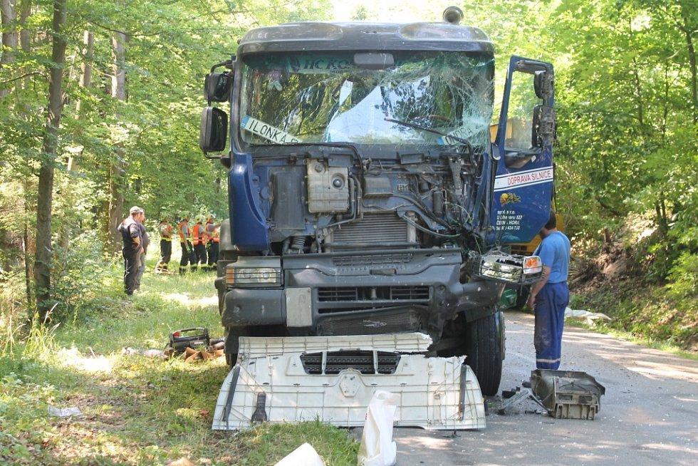Při nehodě dvou nákladních aut u Rájce vznikla škoda za více než jeden milion korun.