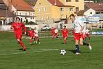 Fotbalisté Boskovic (v bílém) remizovali doma s favorizovanou Moravskou Slavií Brno 4:4. Domácí přitom ještě dvě minuty před koncem vedli 4:2. O výhru přišli až v nastavení.