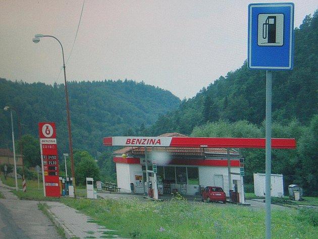 Dvě značky u jedné zebry či značka v protisměru jednosměrné silnice. Podobné kuriozity nyní mizí z cest po celém Blanensku.