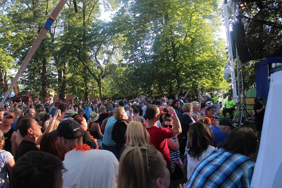 Blansko ožilo hudbou. V zámeckém parku se společně bavili posluchači všech generací.